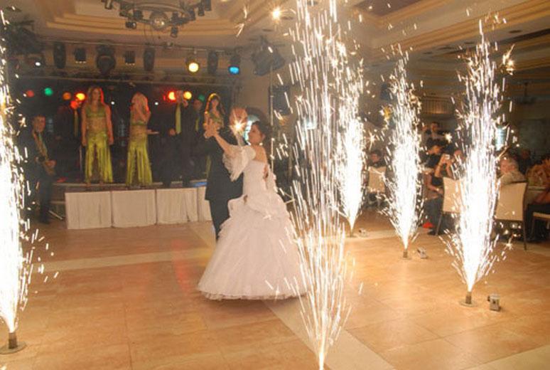 Свадебные фонтаны на первый танец картинка