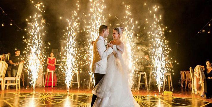 Салют в виде свадебных фонтанов картинка